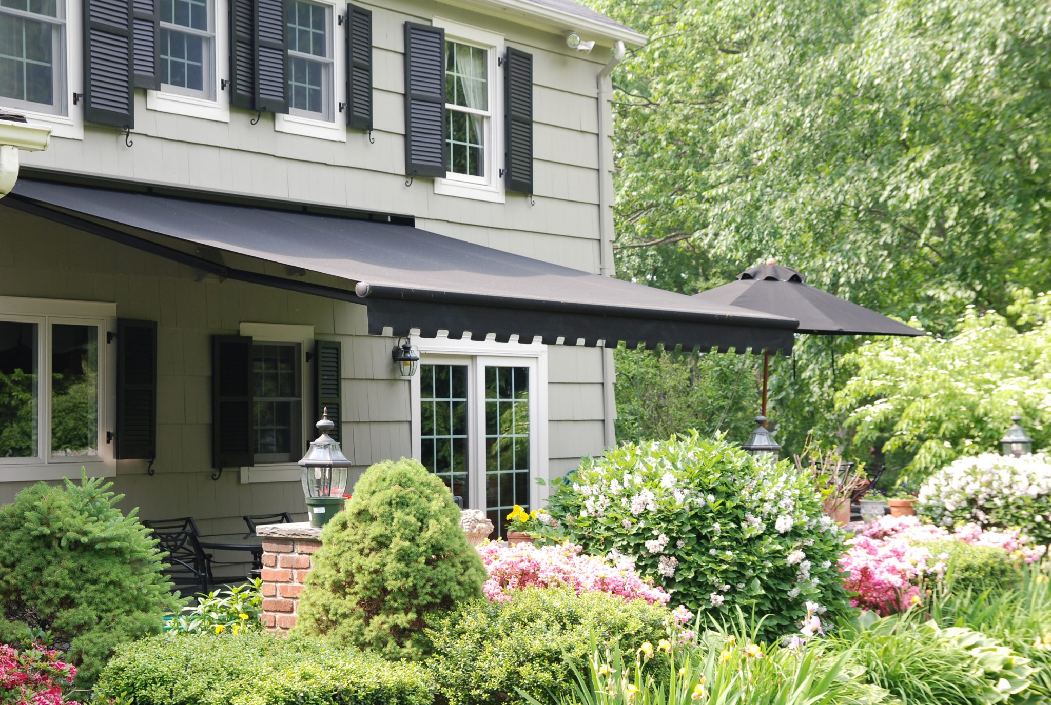 Brighten Look of Your Home with a Retractable Awning