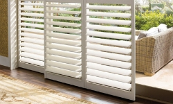 hidden tilt bar plantation shutters