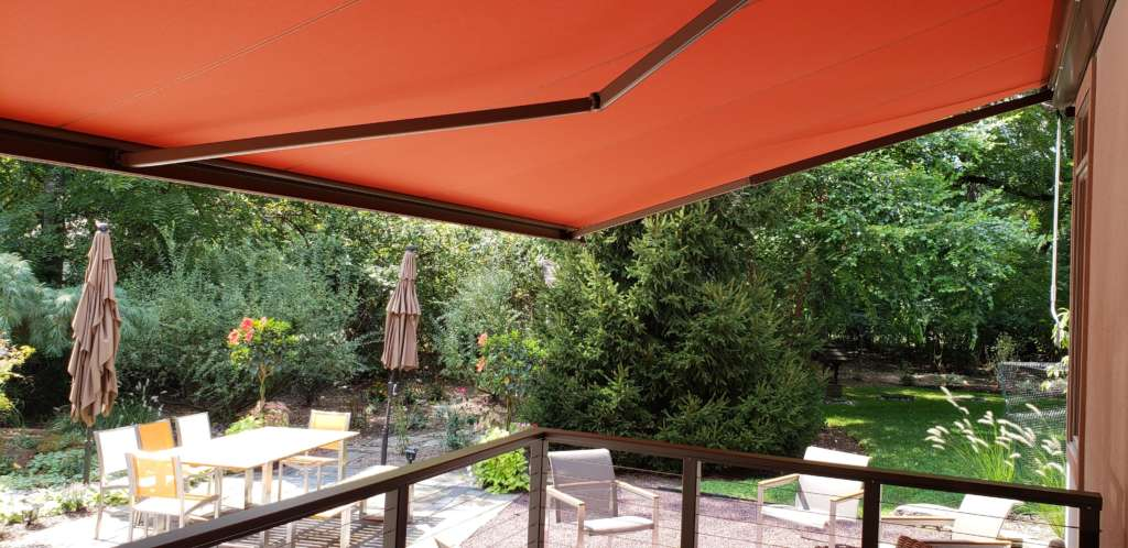 Breslow retractable awnings