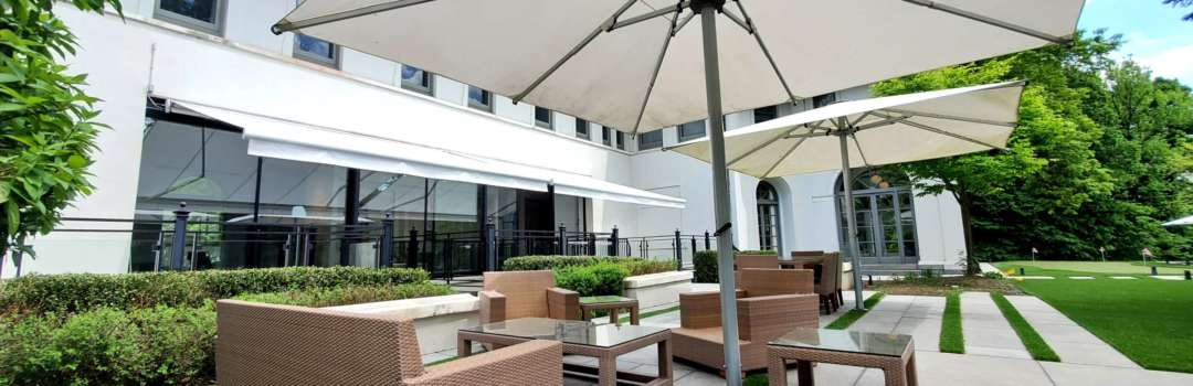 retractable awning for restaurant patios